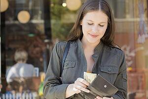 article-how-much-money-should-I-keep-in-my-checking-account2